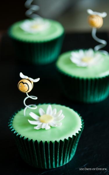 Daisy Bee Cupcakes 2