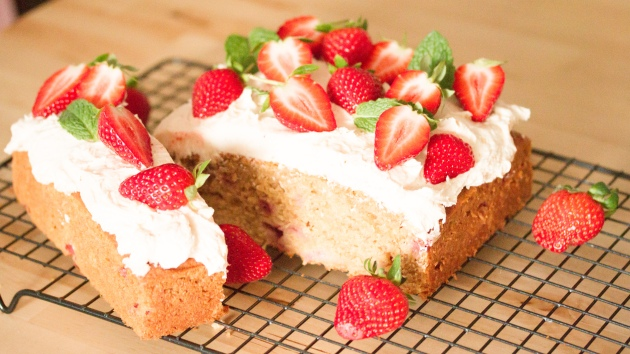 strawberry-banana-cake-2