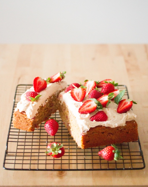 strawberry-banana-cake